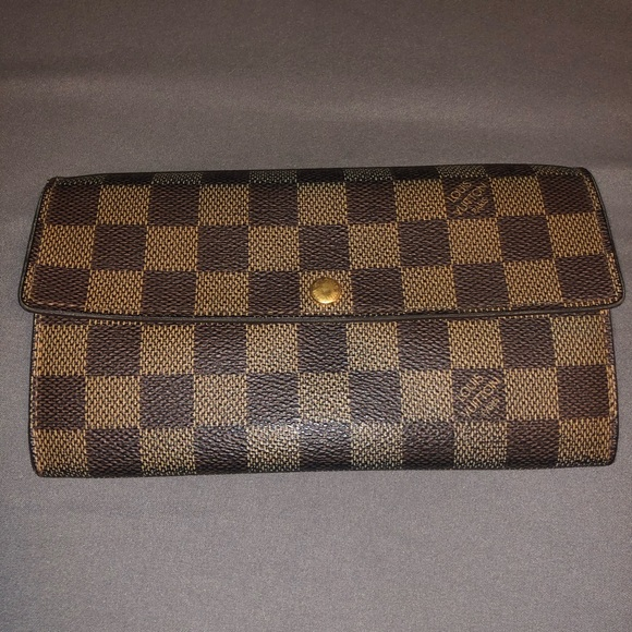 0e26d21297ad Louis Vuitton Handbags - Authentic Louis Vuitton Sarah wallet damier ebene